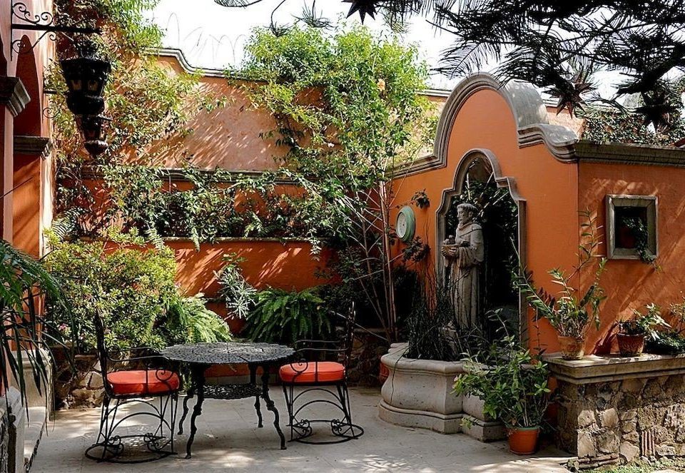 tree property house Courtyard home plant yard backyard Garden outdoor structure cottage restaurant Villa hacienda