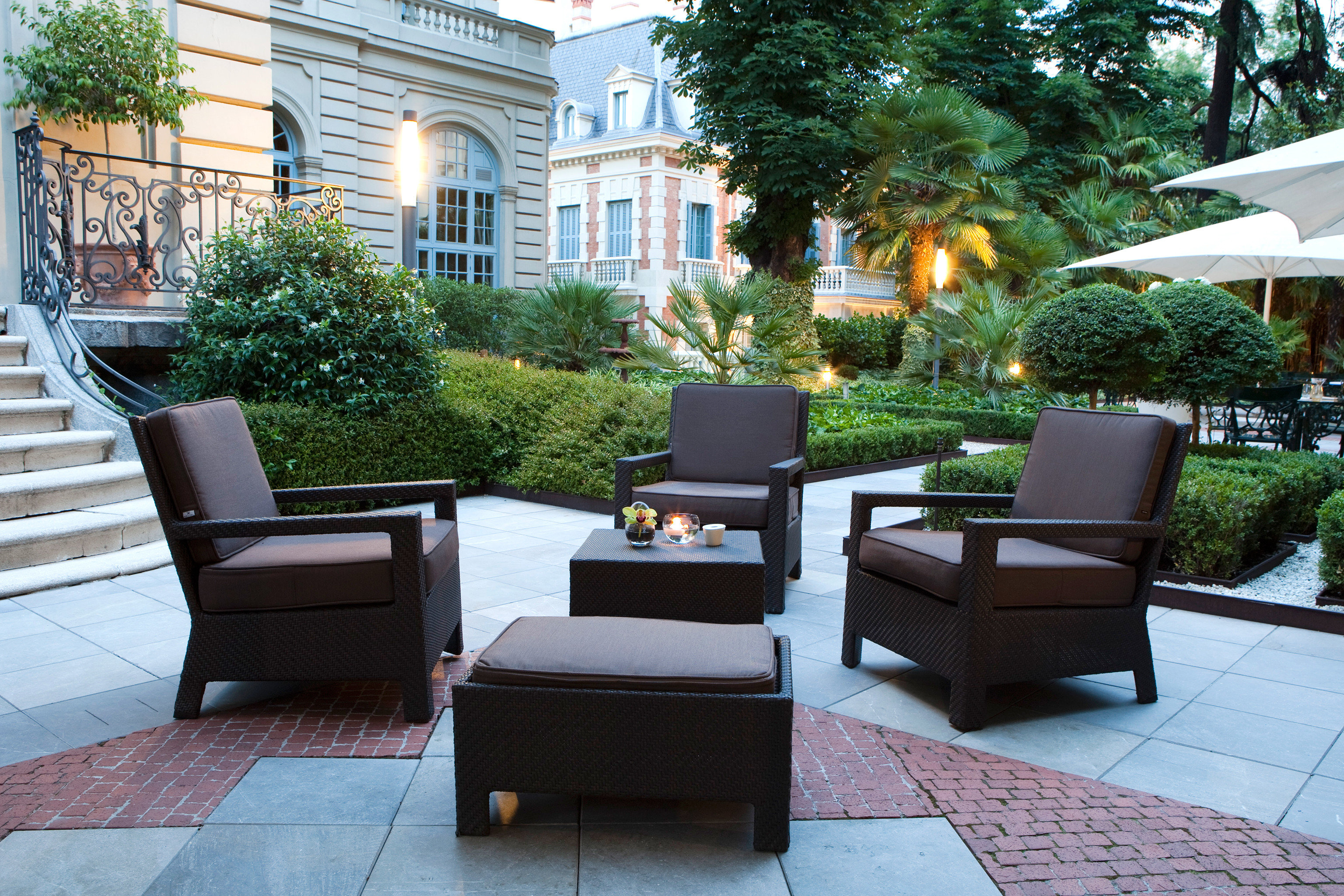 Hip Lounge Luxury Modern tree ground property Courtyard home sidewalk outdoor structure condominium backyard porch living room Patio Lobby yard stone