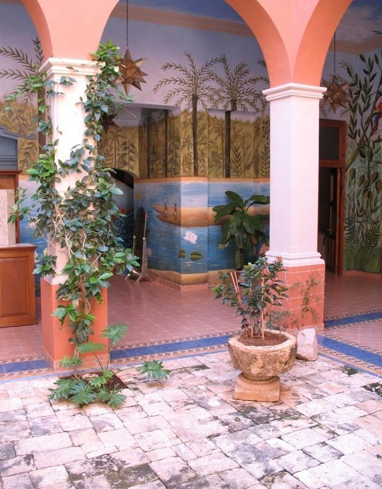 ground property building Courtyard home hacienda backyard plant Villa arch mansion outdoor structure yard porch Patio Lobby stone colonnade