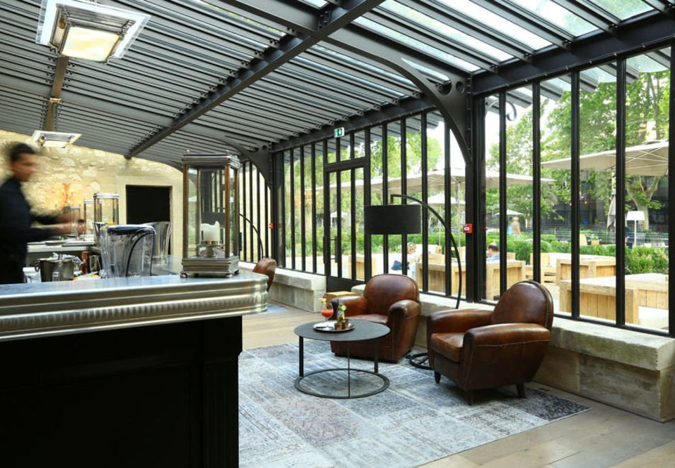 property building home house living room outdoor structure porch orangery Lobby Villa cottage condominium Courtyard