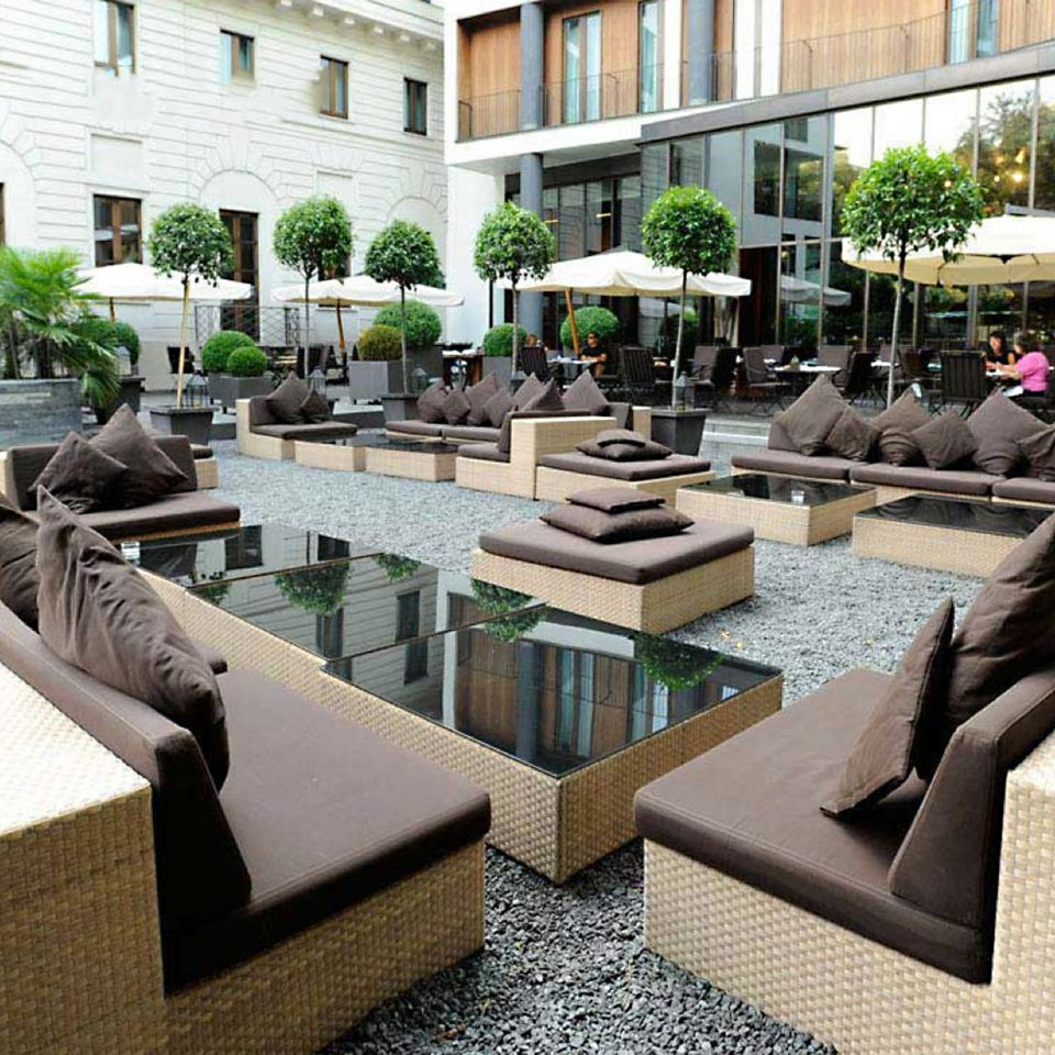 Lounge Luxury Modern Patio property Courtyard restaurant green outdoor structure condominium backyard