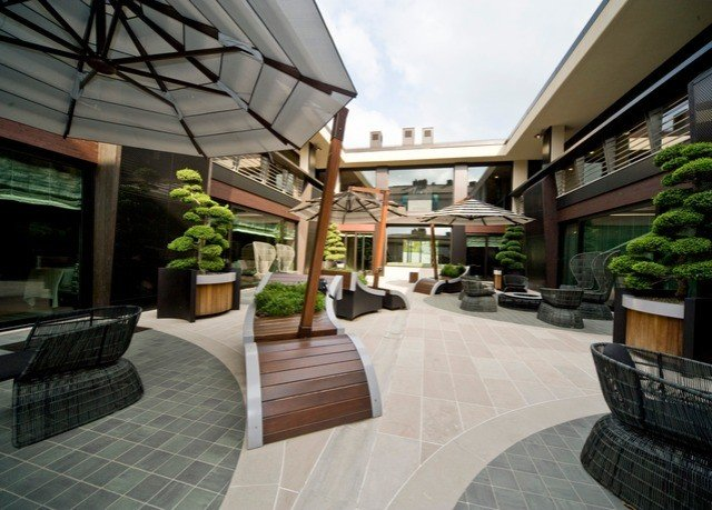property condominium Resort home Courtyard residential area outdoor structure Villa mansion Patio backyard stone
