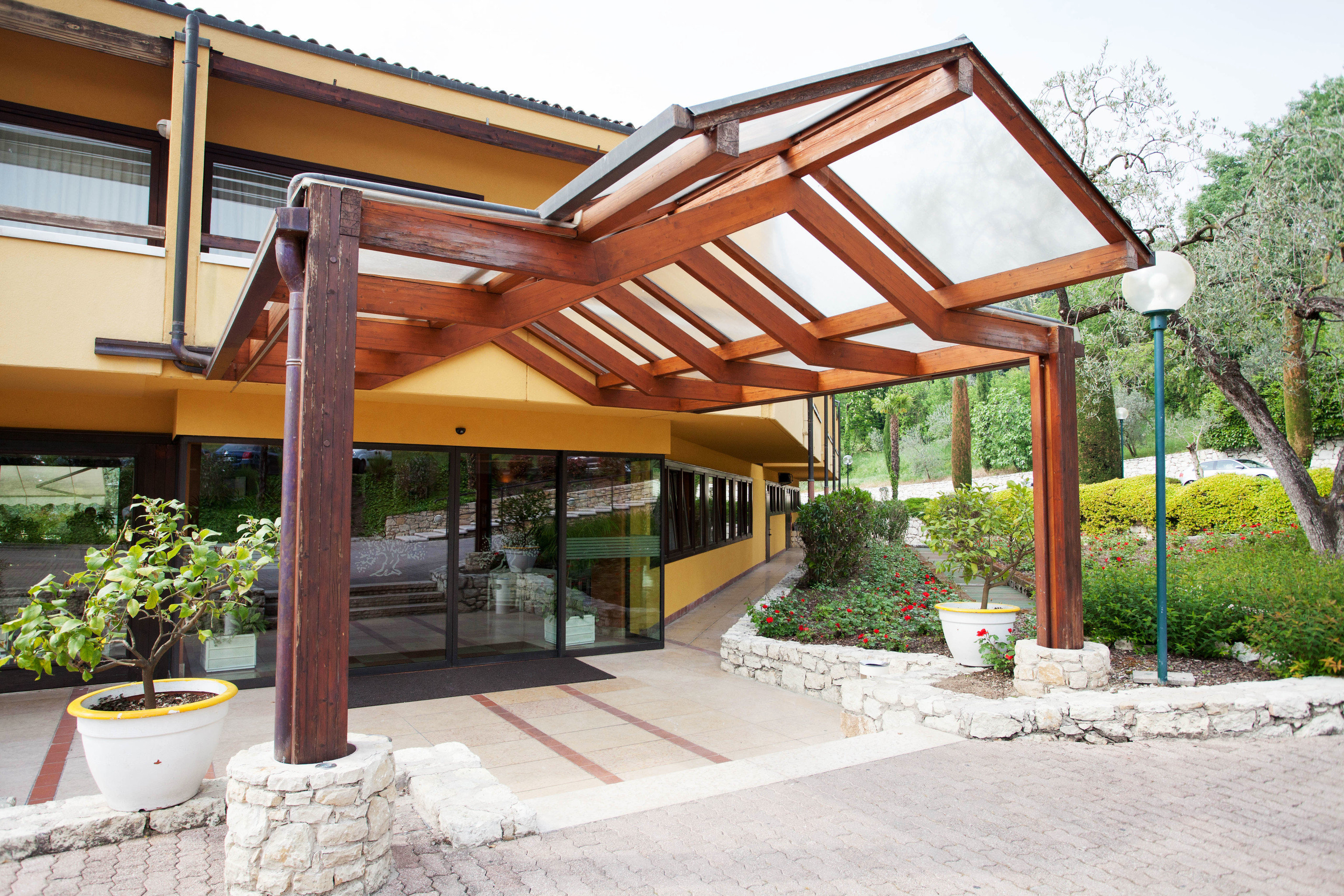 building property pergola outdoor structure porch home Villa Courtyard cottage backyard Patio