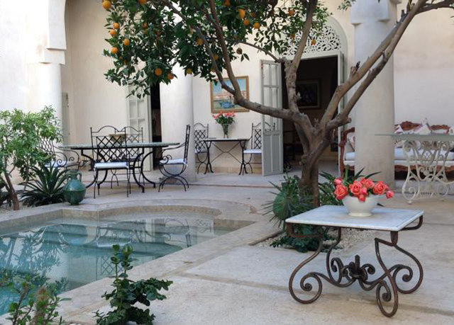 property Courtyard home backyard Villa yard plant outdoor structure Patio cottage mansion porch