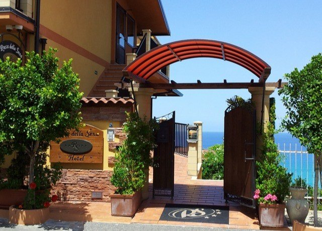tree property hacienda Villa home Courtyard Resort pergola plant outdoor structure arch