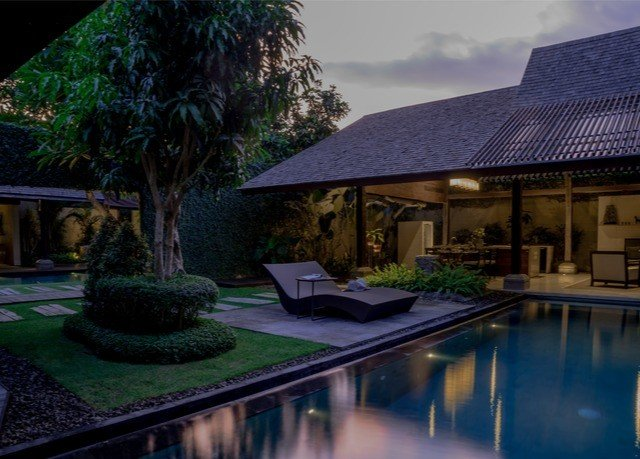 tree swimming pool property house home condominium backyard Resort Villa lighting landscape lighting mansion Courtyard outdoor structure