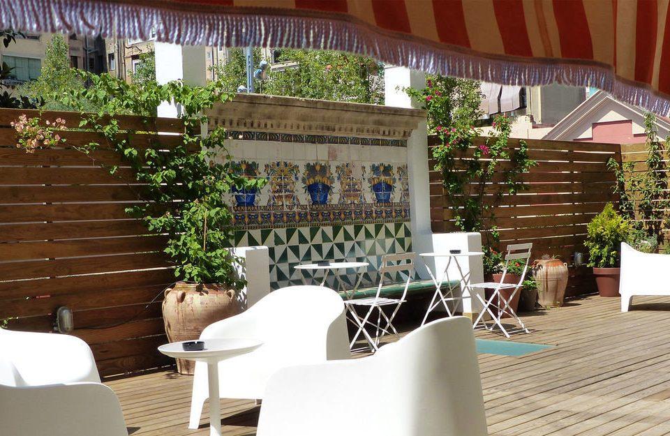 chair property restaurant home white outdoor structure Villa Resort condominium Courtyard backyard