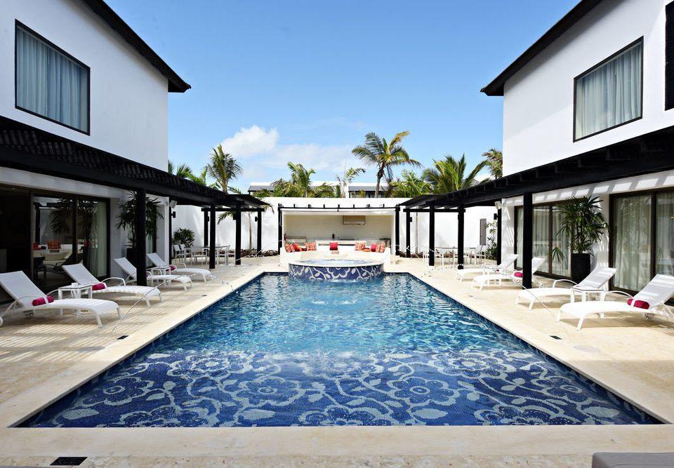 building sky swimming pool house property leisure home Villa condominium Resort backyard mansion Courtyard