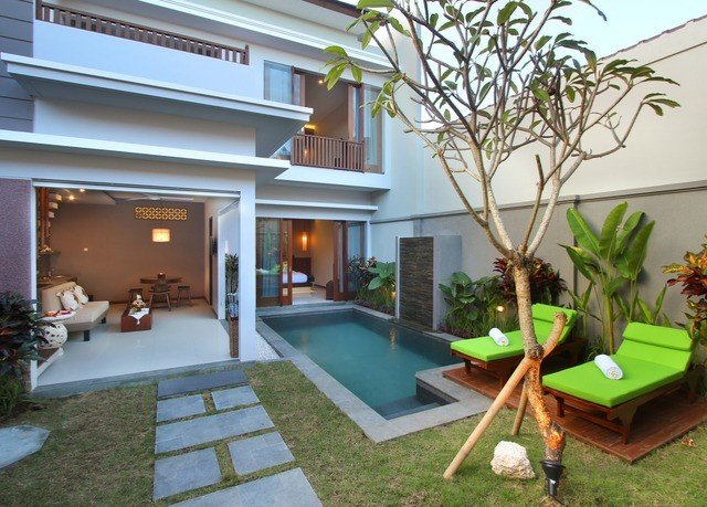 property Villa building condominium house home Resort Courtyard backyard hacienda mansion outdoor structure plant cottage