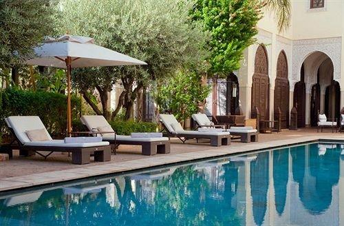 tree swimming pool property Villa Resort backyard hacienda mansion cottage Courtyard