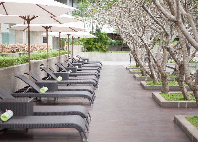 property condominium walkway lined Resort Courtyard home outdoor structure park backyard Villa