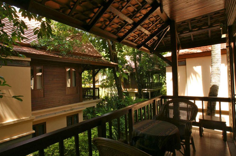 building Resort house home restaurant outdoor structure cottage porch Courtyard Villa backyard