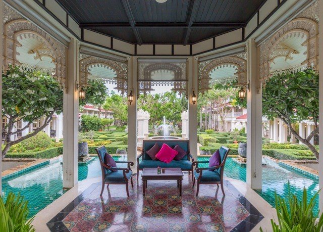property Resort porch mansion Villa Courtyard hacienda home orangery backyard outdoor structure palace condominium