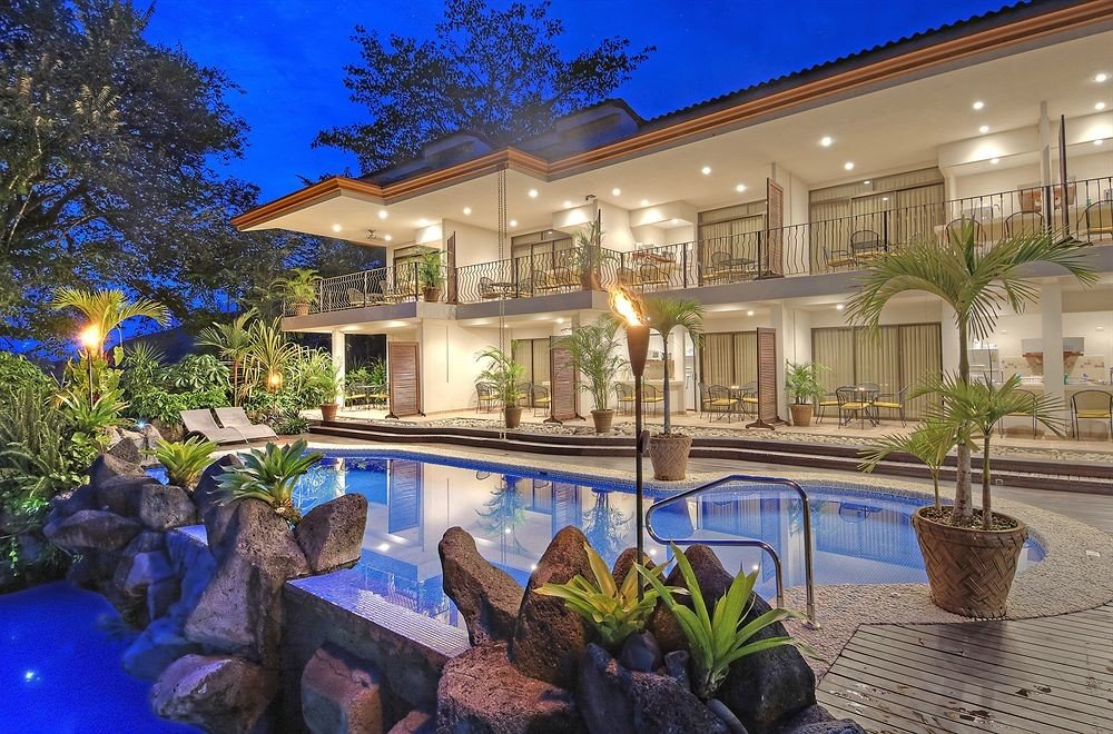 tree property swimming pool Resort building home condominium mansion Villa backyard Courtyard