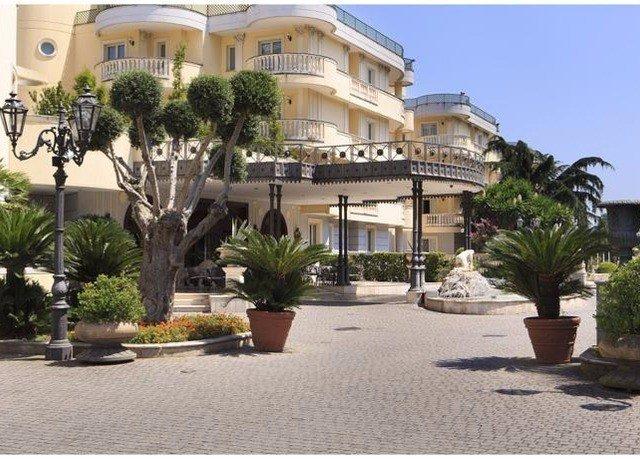 building condominium property Resort plant plaza home Villa mansion residential area Courtyard hacienda palm government building colonnade
