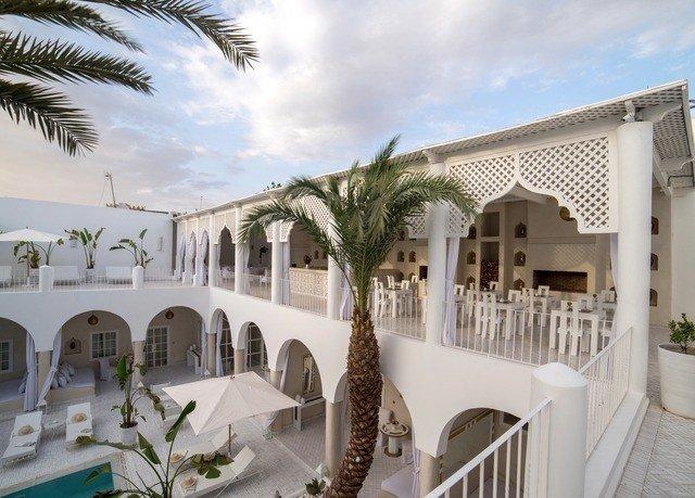 property Villa Resort building mansion hacienda home palace condominium Courtyard