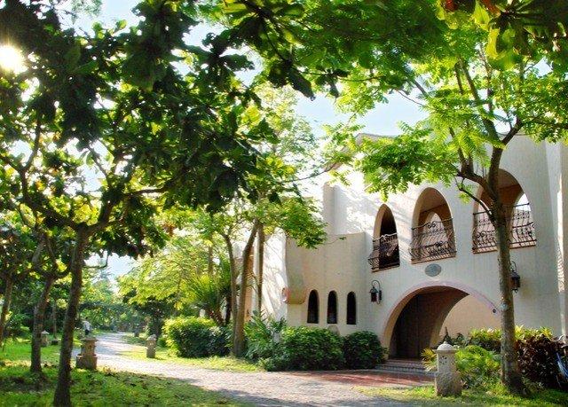 tree property building Resort hacienda Villa home Courtyard mansion cottage plant Village arch