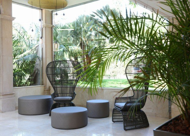 tree property plant condominium arecales home Courtyard outdoor structure Villa houseplant dining table