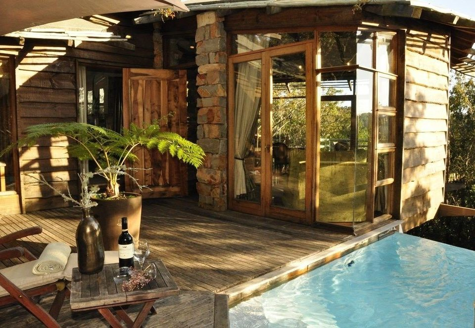 building property backyard outdoor structure cottage swimming pool Villa mansion Courtyard