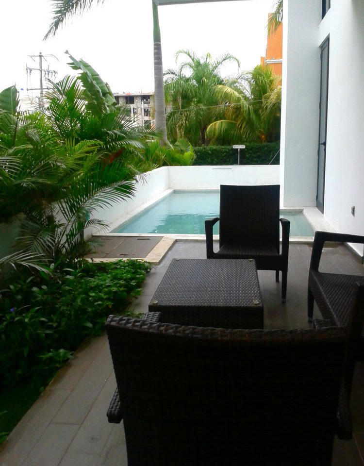 property swimming pool condominium Villa plant Courtyard outdoor structure backyard cottage