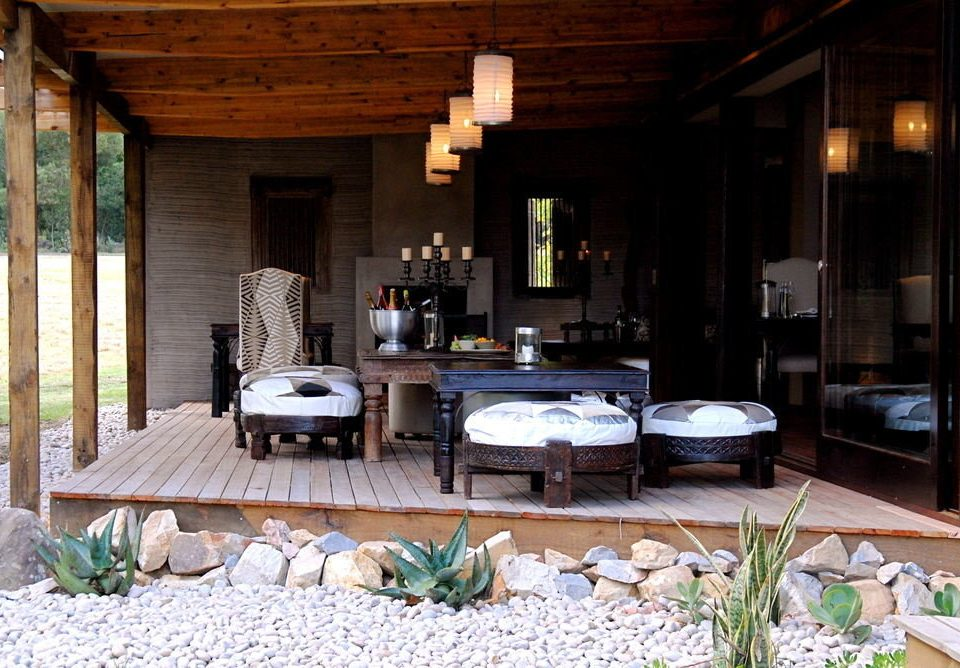 property house home living room backyard porch cottage Villa Courtyard farmhouse outdoor structure mansion dining table