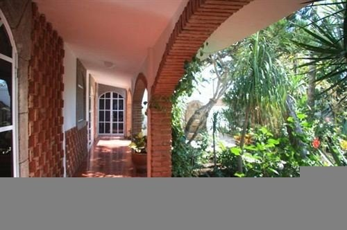 building property brick home Villa outdoor structure cottage condominium hacienda Courtyard mansion porch