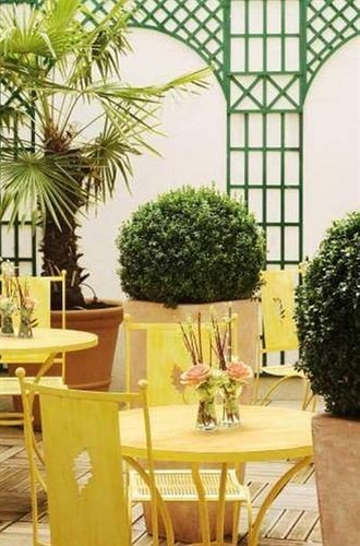 plant property home restaurant floristry hacienda Villa Courtyard cottage dining table