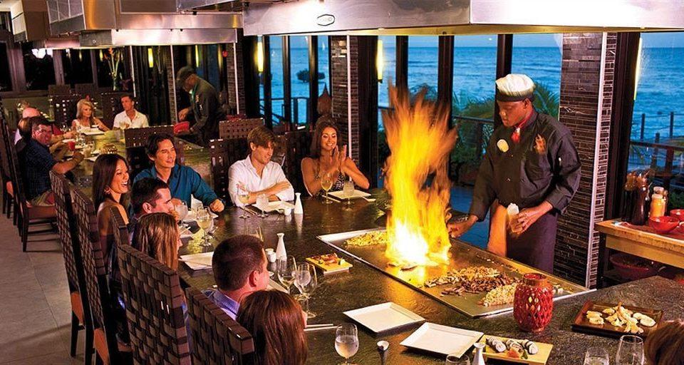 group sense restaurant crowd