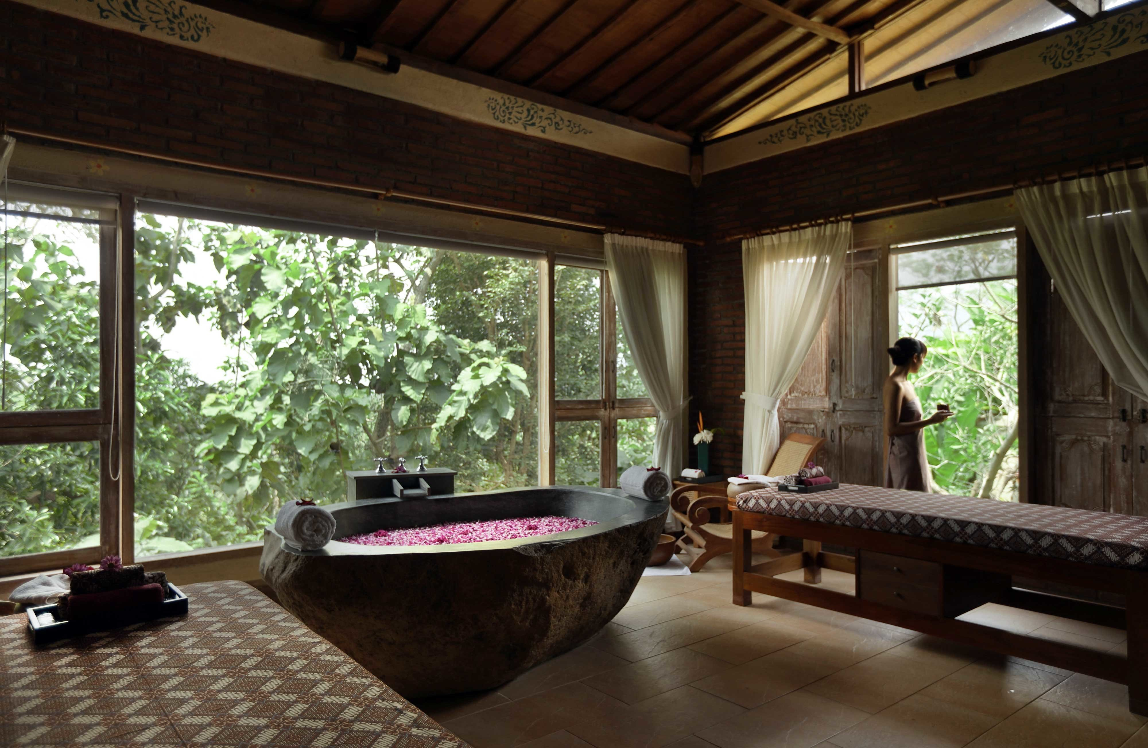 Cultural Elegant Hot tub/Jacuzzi Jungle Luxury Rustic Scenic views Spa Villa Wellness property house building home living room cottage mansion swimming pool backyard stone