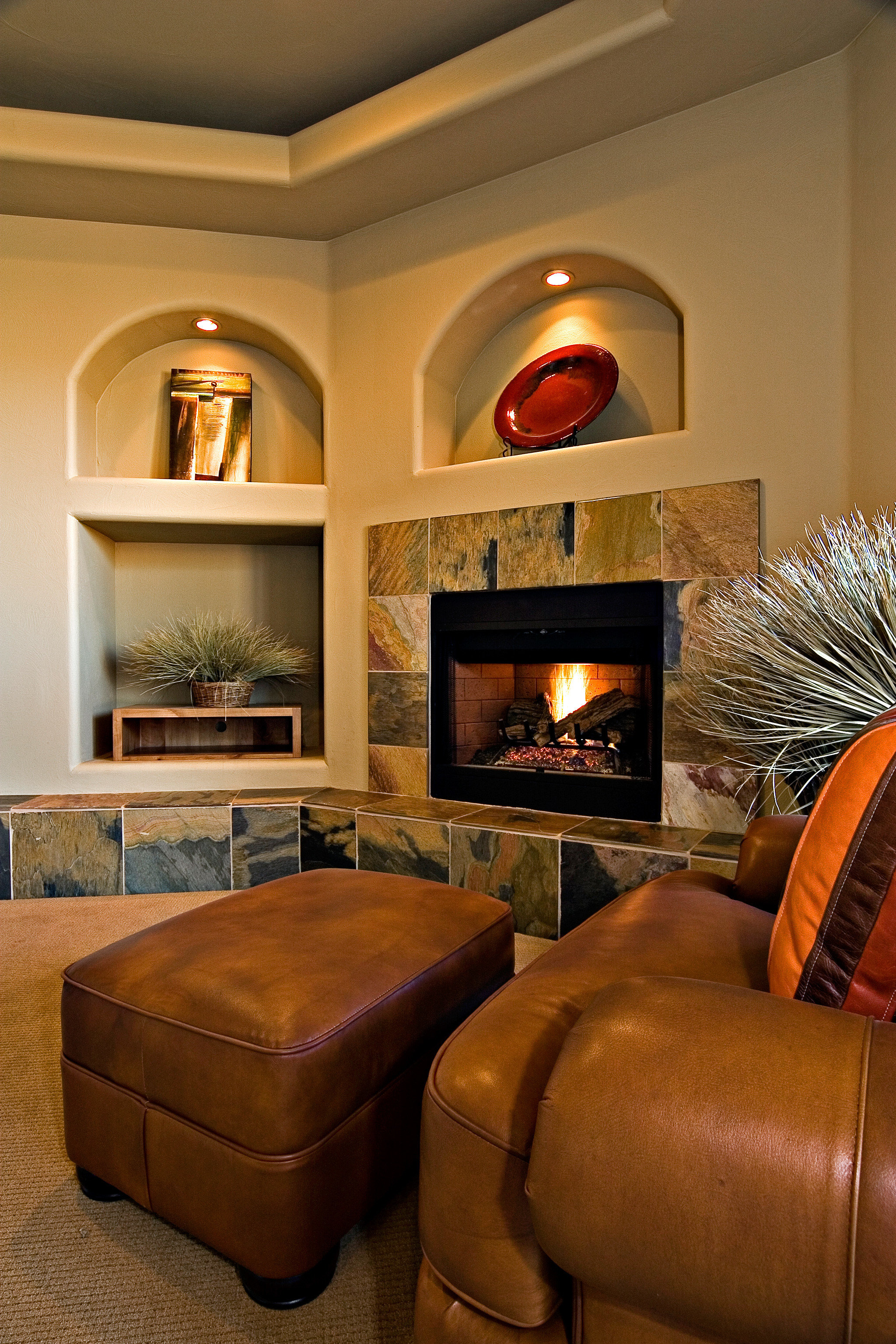 Cultural Fireplace Golf Lounge Nature Resort Scenic views living room home hardwood basement Suite