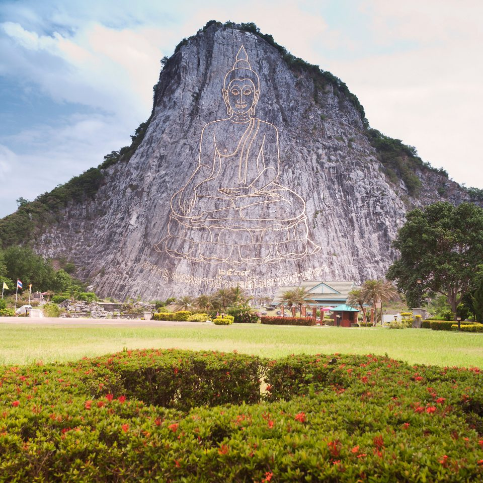 Cultural Landmarks Monuments Outdoors grass sky mountain Nature archaeological site field landmark monument maya civilization hill green grassy rural area Ruins park lush plateau surrounded hillside distance