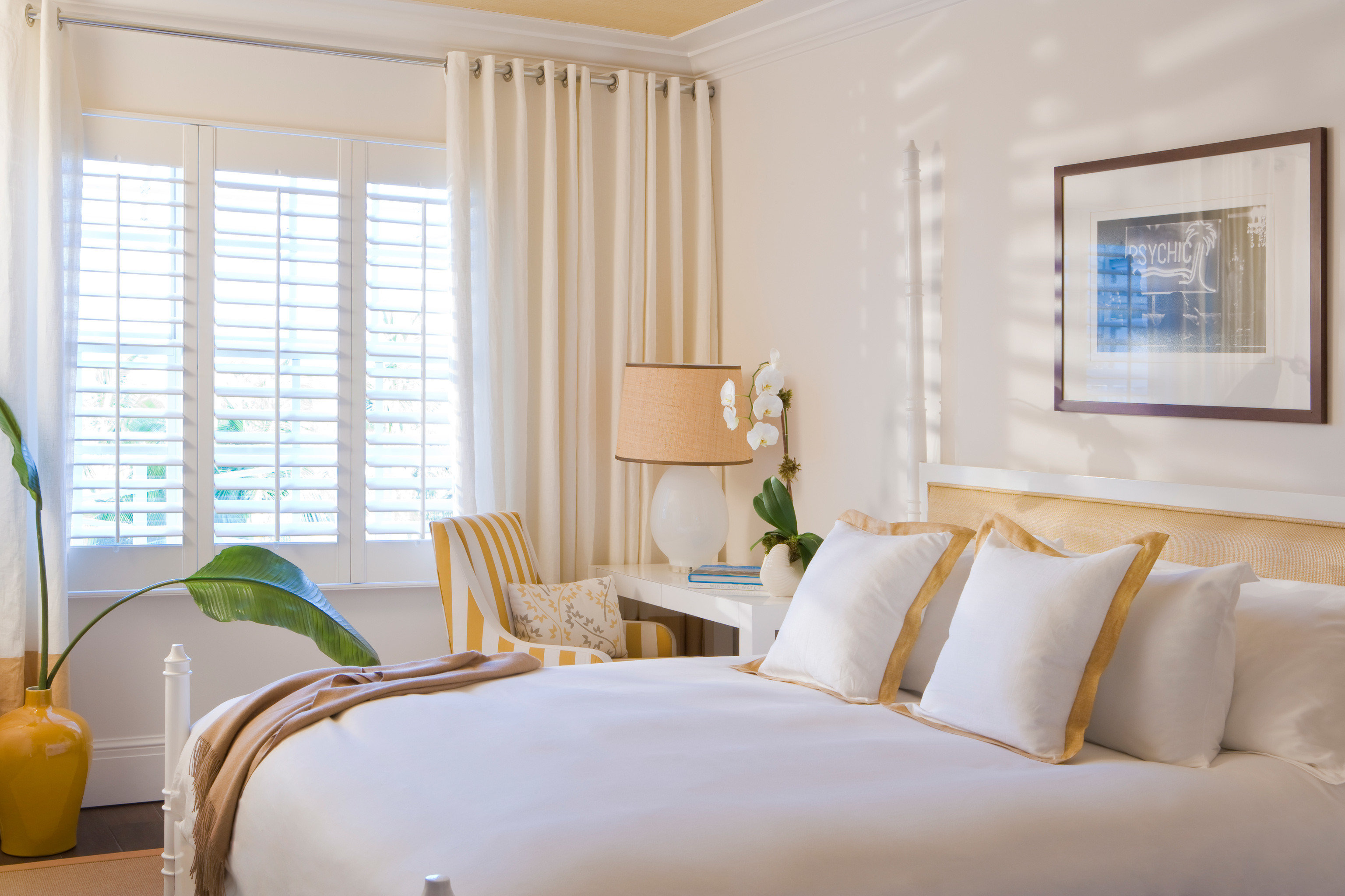 Bedroom Classic Hotels Living Resort Suite indoor window wall bed floor room property interior design home white real estate estate living room cottage decorated hotel bed sheet window covering furniture