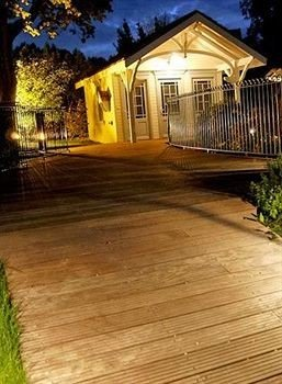 building property Deck outdoor structure house hardwood home walkway backyard wood flooring porch