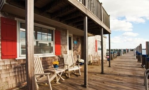 property building porch walkway boardwalk outdoor structure restaurant Deck