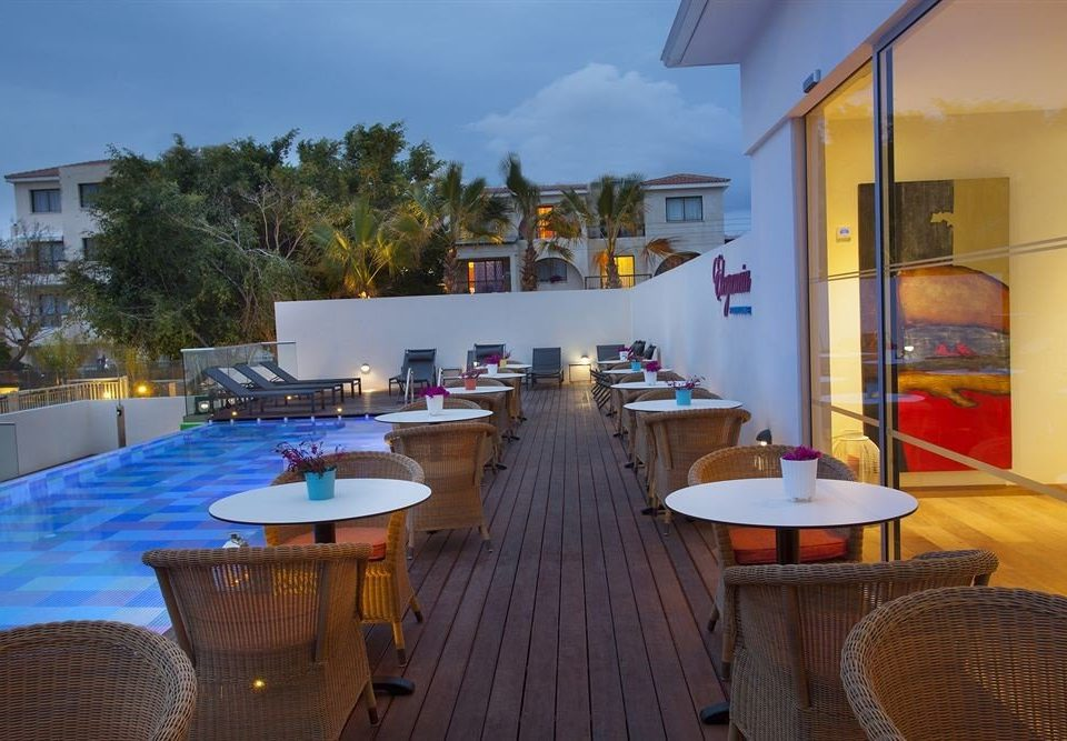 chair property Resort restaurant Villa Dining condominium hacienda home swimming pool Deck