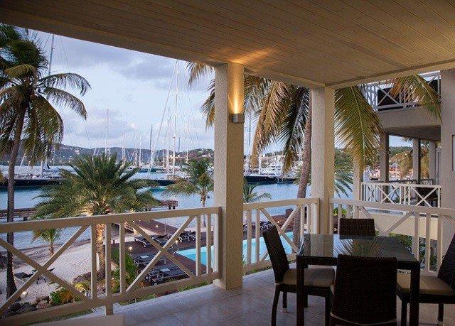 chair property Resort condominium home Dining Villa restaurant porch Deck dining table