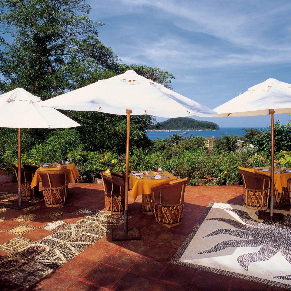 Deck Drink Eat Grounds Scenic views tree sky property Resort Villa backyard restaurant cottage