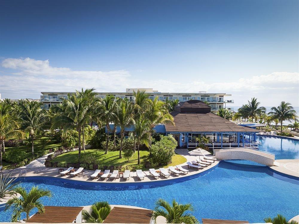Exterior Lounge Luxury Modern Pool sky Resort swimming pool property leisure condominium Villa mansion palace set Garden Deck