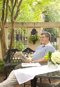 tree floristry flower arranging home backyard floral design flower cottage Garden porch Deck dining table