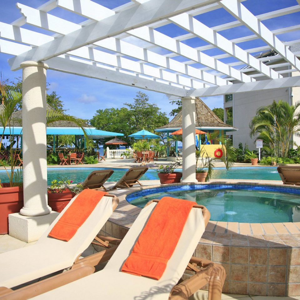 Grounds Lounge Pool Scenic views Tropical leisure swimming pool Resort property Water park Villa condominium Deck