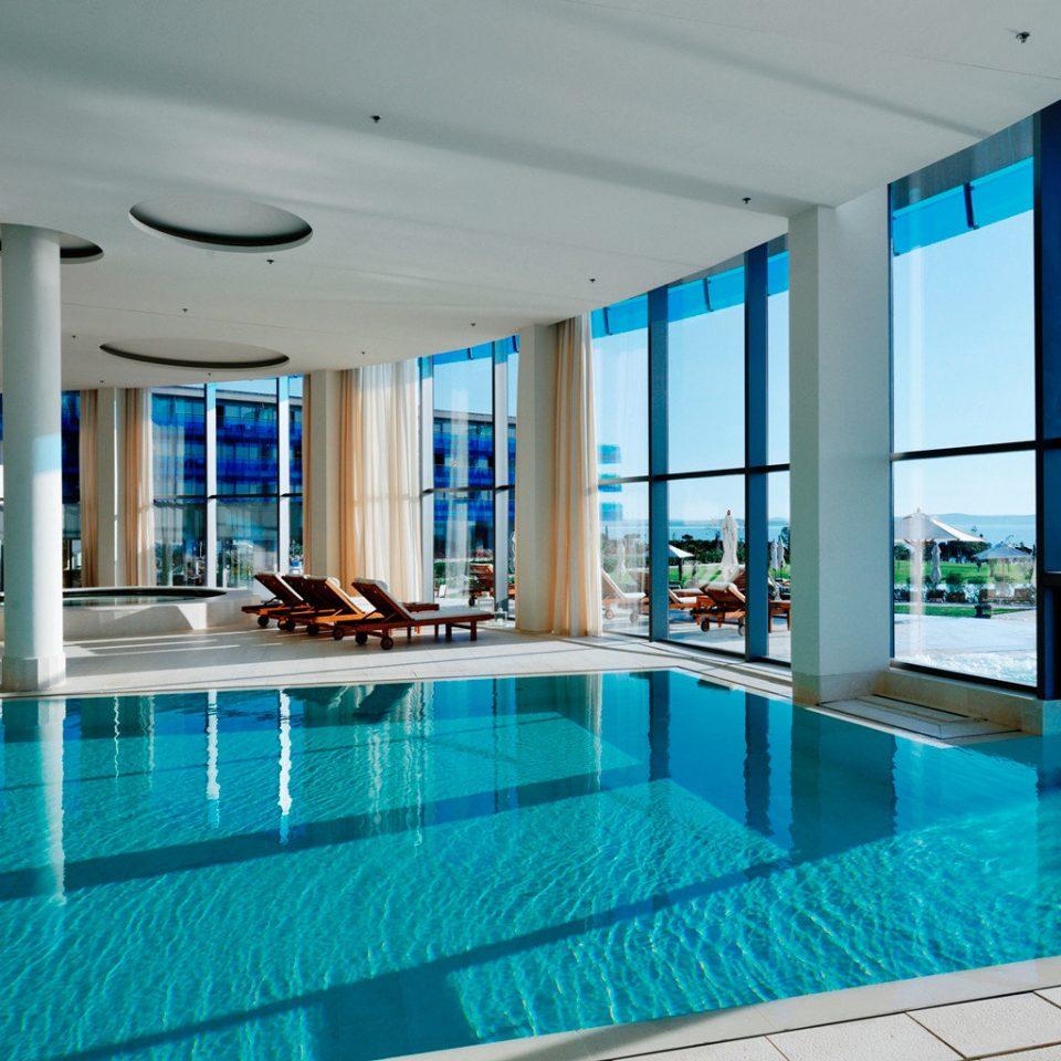 Deck Hot tub Luxury Modern Patio Pool Scenic views Waterfront swimming pool building property leisure condominium Resort leisure centre blue