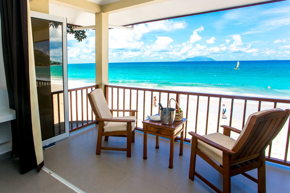 chair water Ocean property leisure Deck Pool Resort Villa swimming pool condominium home caribbean nice cottage Suite overlooking porch lined shore Island