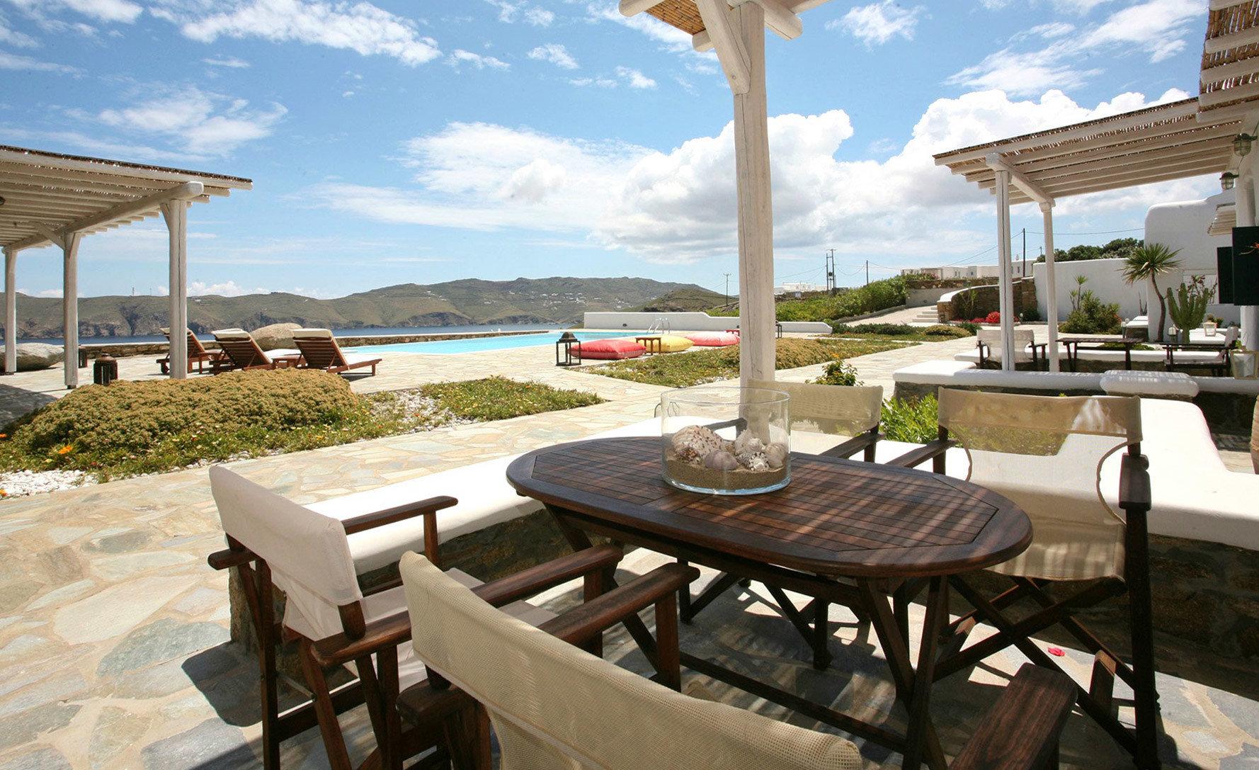 sky property Resort restaurant Villa condominium cottage home Deck day Island