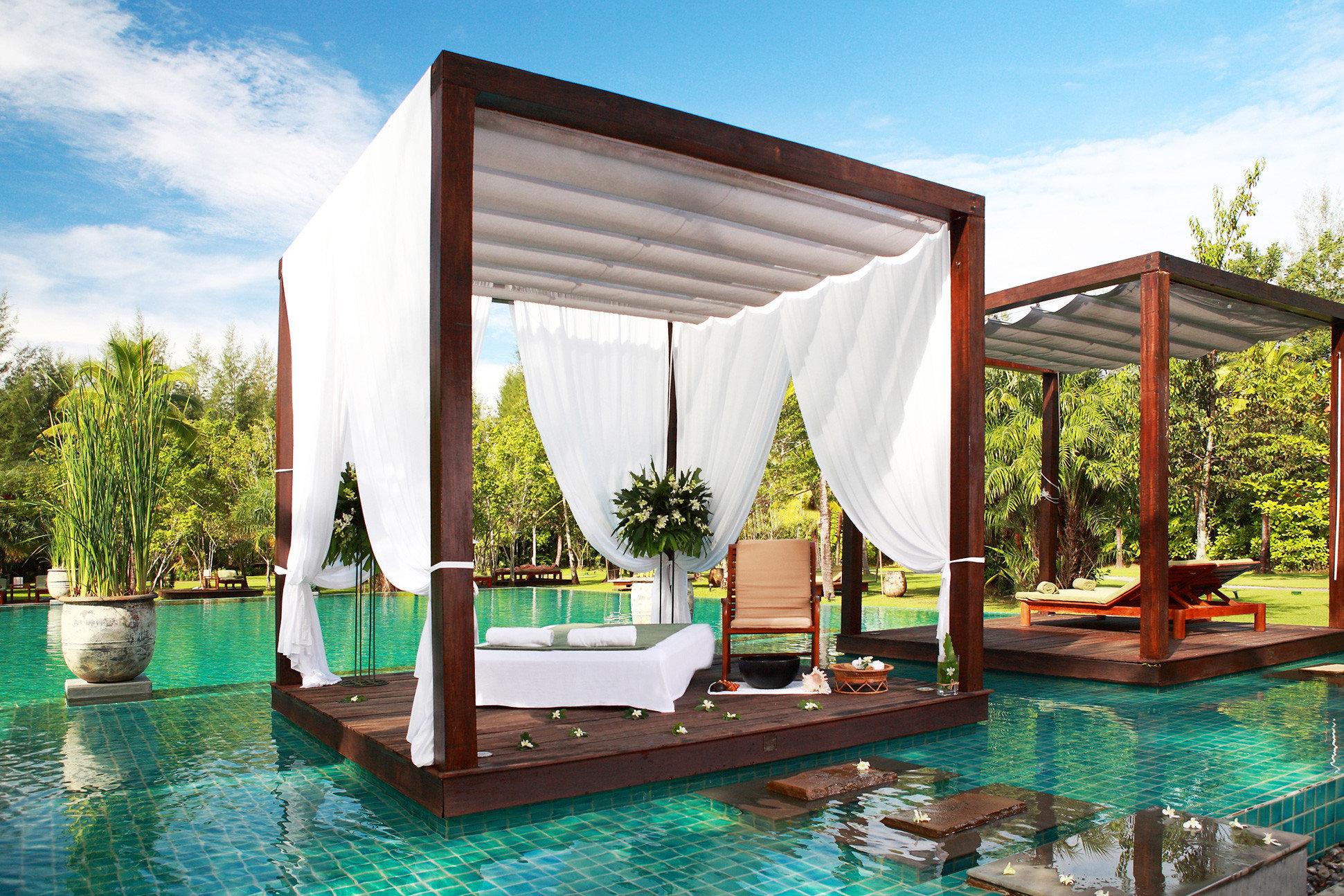 Deck Lounge Luxury Pool Tropical sky water leisure swimming pool property Resort Villa backyard pavilion swimming