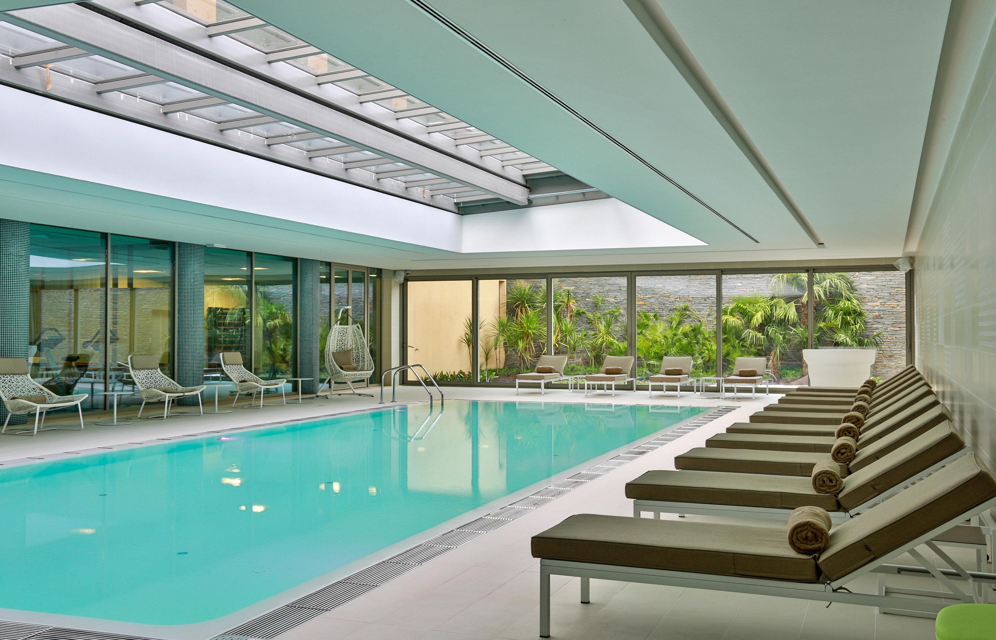Lounge Pool Scenic views swimming pool property building condominium green Villa home daylighting Resort mansion Deck