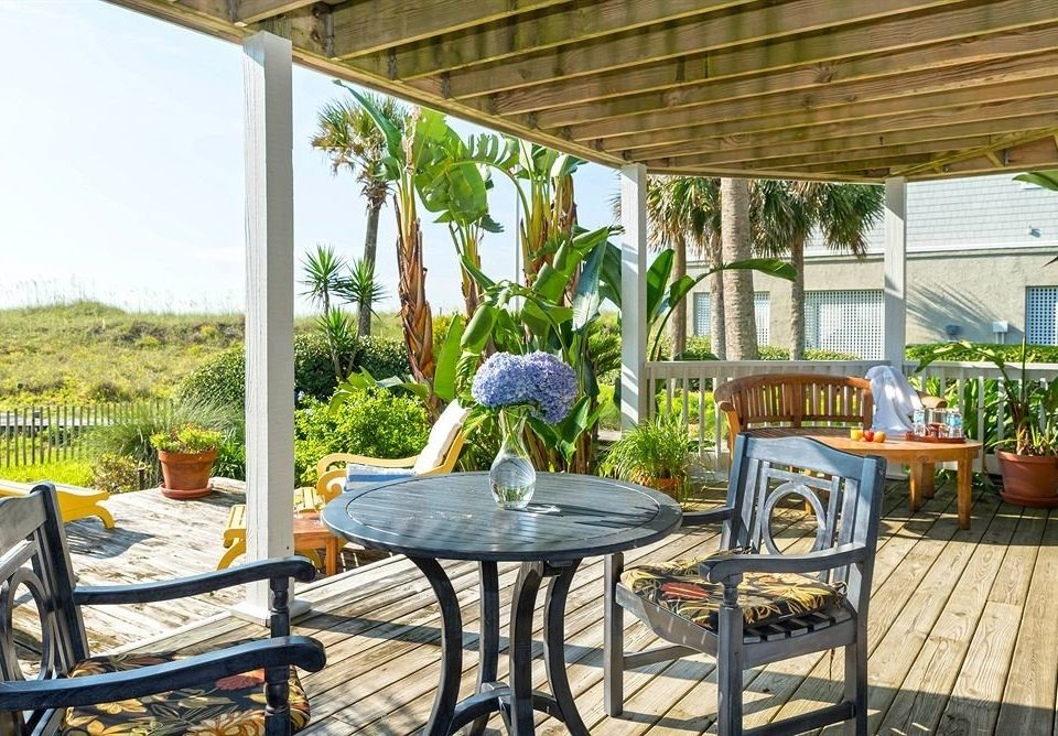 ground property porch backyard outdoor structure cottage Resort home Villa Patio yard farmhouse Deck