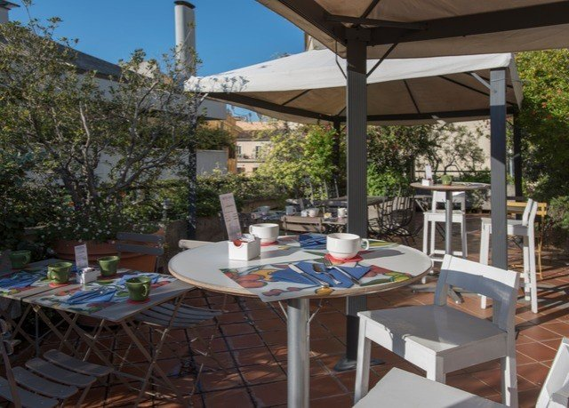 tree property building Resort Villa outdoor structure cottage Patio Deck