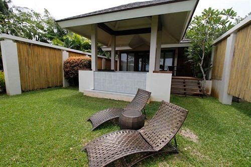 grass tree building property lawn house green home porch backyard cottage Villa outdoor structure yard Patio Deck