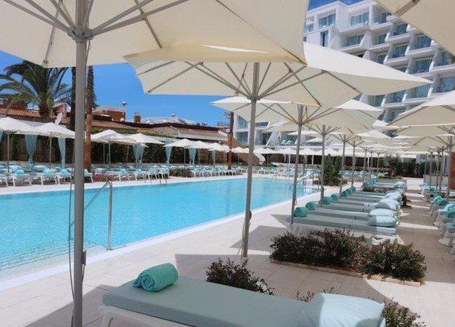 umbrella chair swimming pool property condominium Resort Villa lawn Pool caribbean Deck set