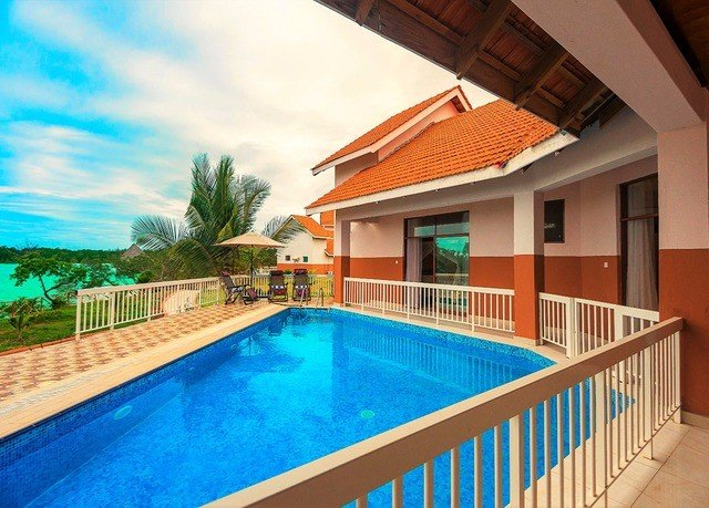building Pool swimming pool property Villa leisure Resort Deck home backyard cottage mansion blue colorful colored